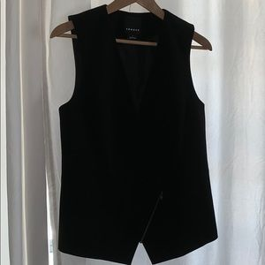 Tailored vest with asymmetrical zip closure